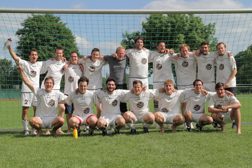 MANNSCHAFTSBILD DER Friendly Fire FC